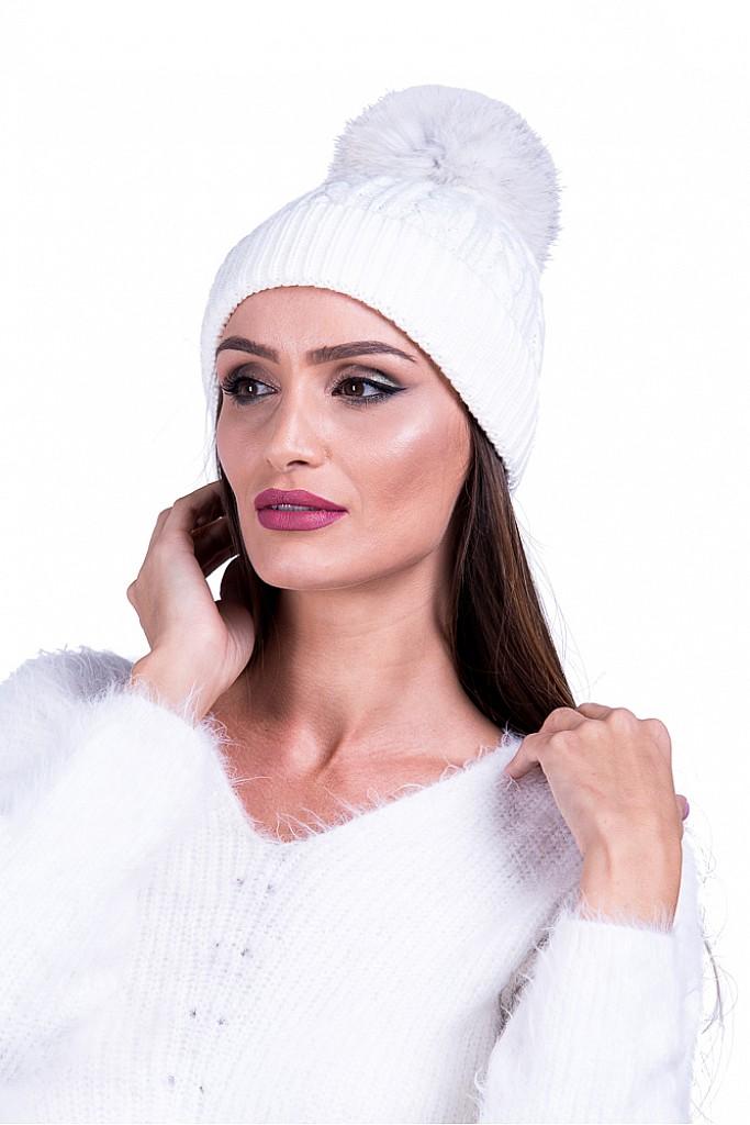 Caciula alba din tricot cu mot detasabil de blana