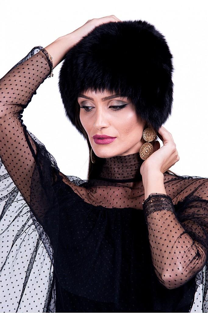 Caciula de blana naturala de Vulpe Polara neagra pe suport textil , Carolina Design