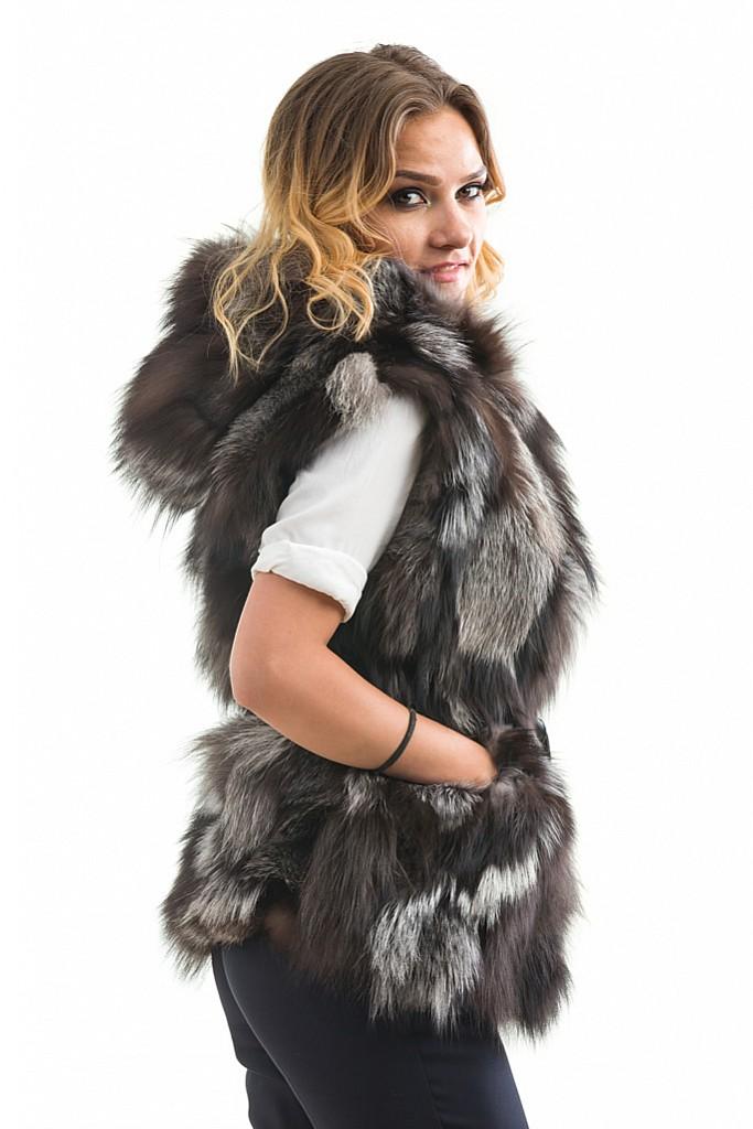 Vesta de blana naturala de vulpe argintie cu gluga.